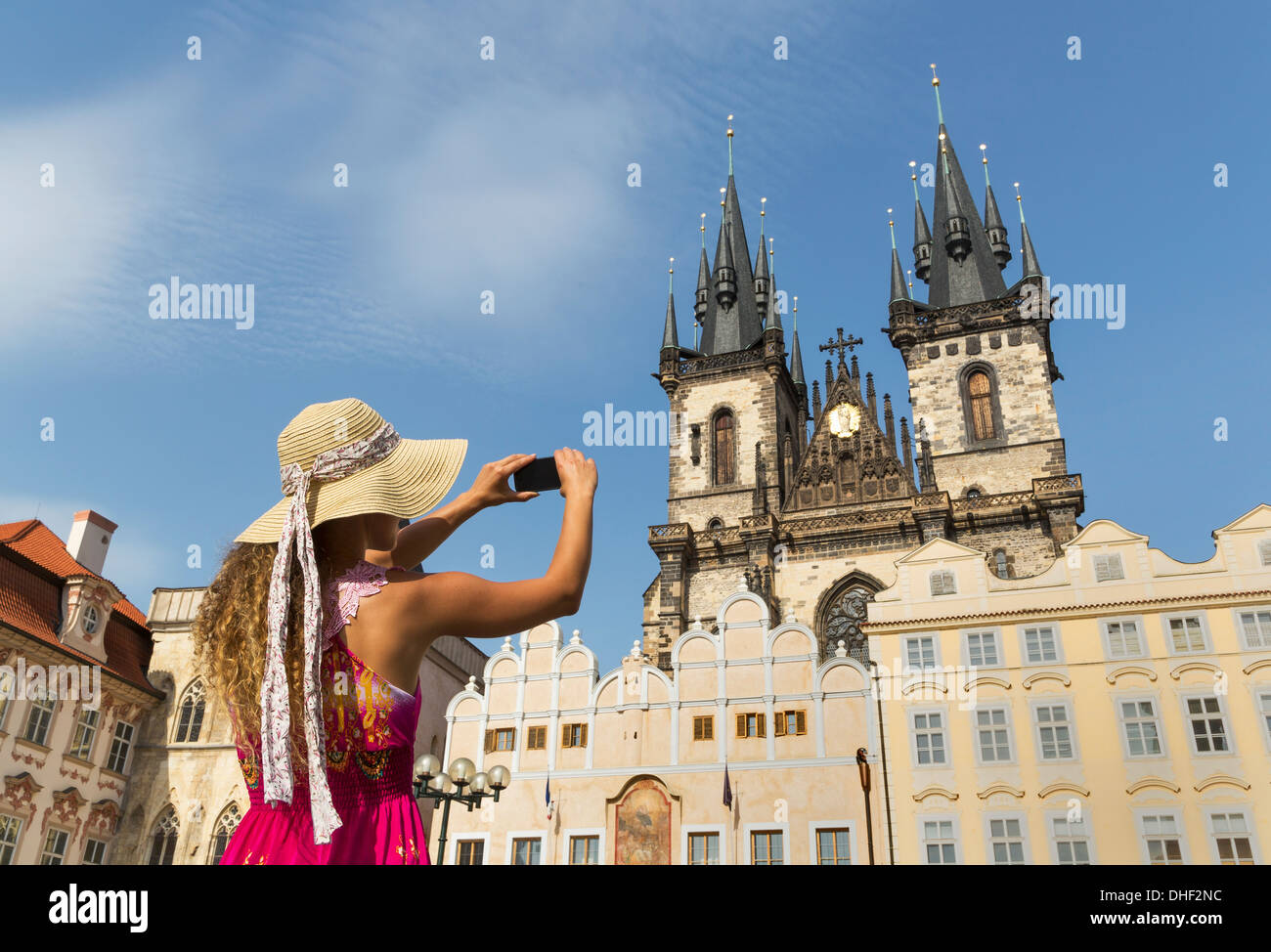 Teenage girl photographing Our Lady of Tyn church, Prague, Czech Republic - Stock Image