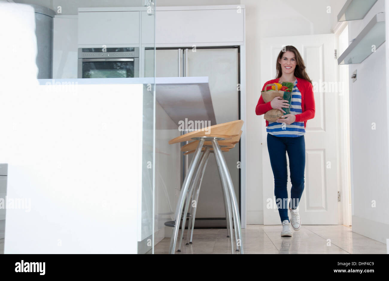 Young woman carrying grocery bag - Stock Image