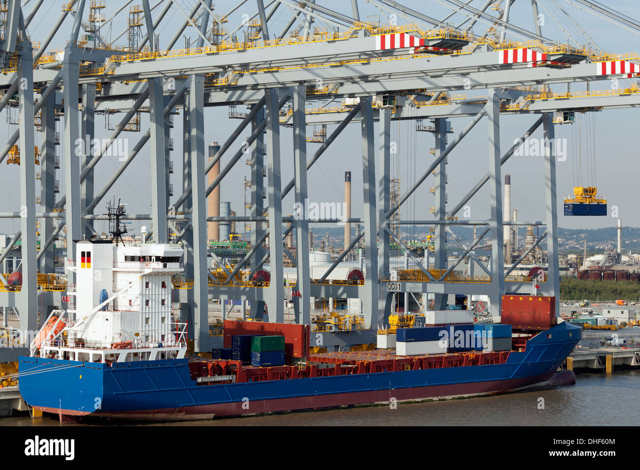 Container vessel at the new London Gateway Port, England - Stock Image