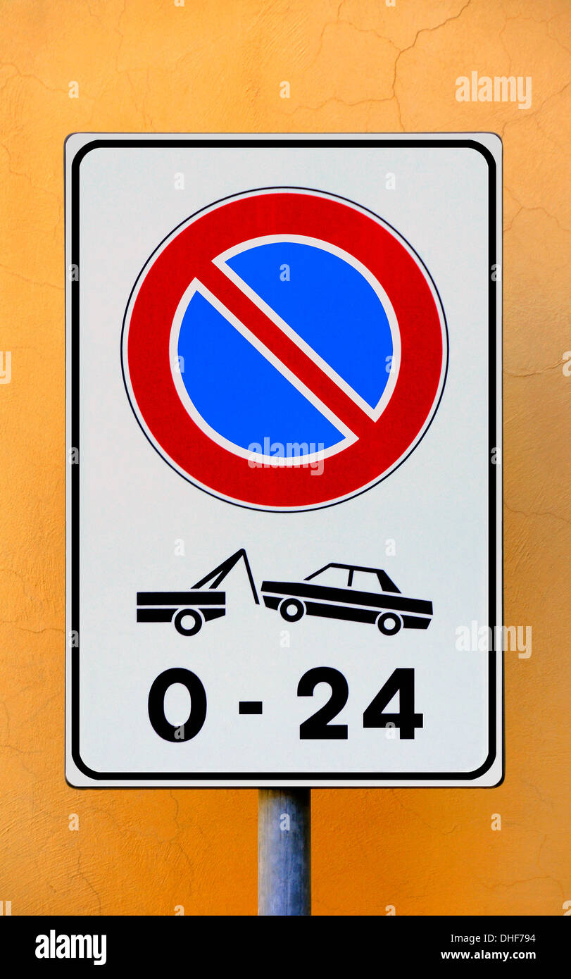 no waiting signpost in Italy - Stock Image