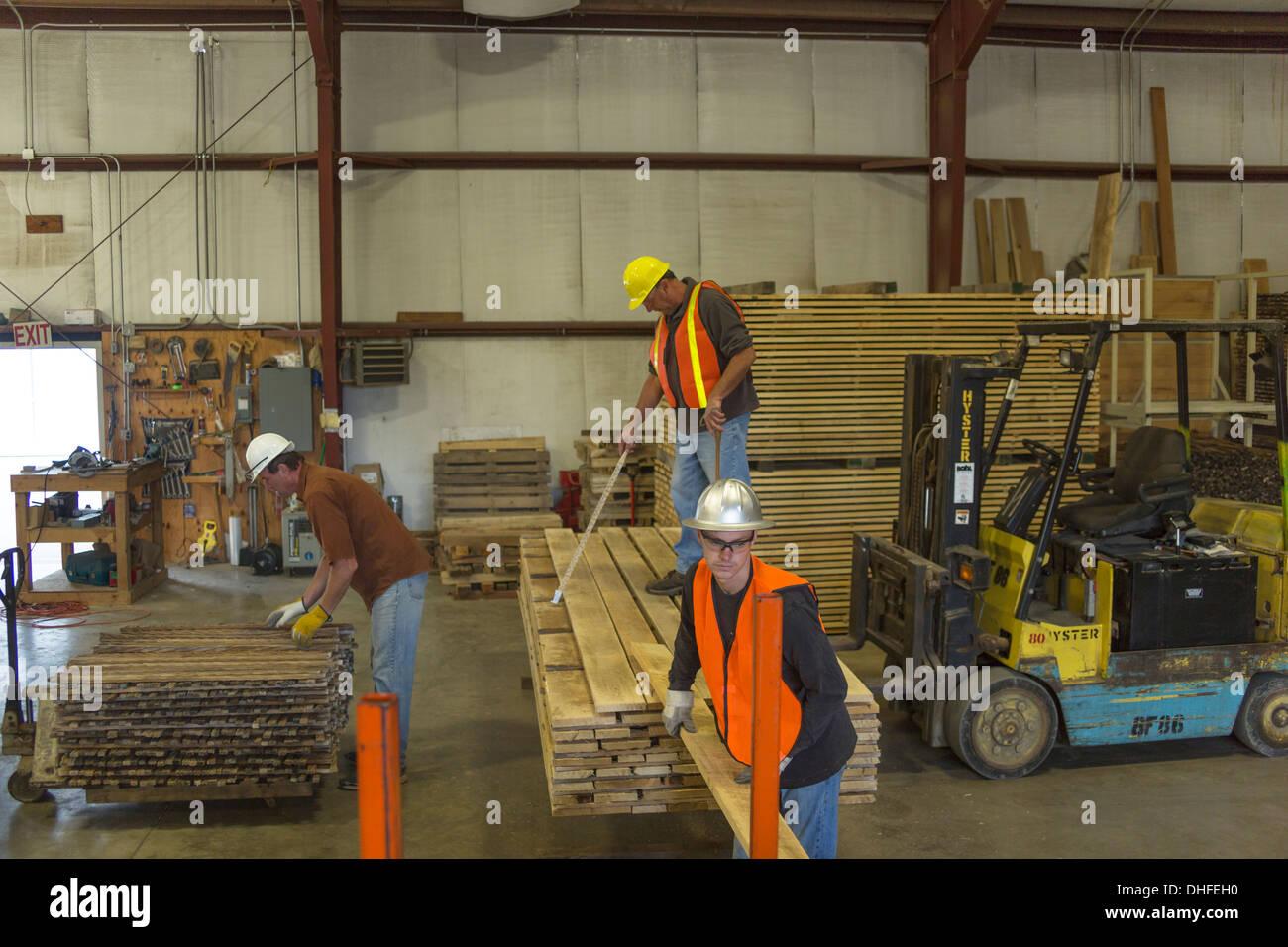 LUMBER GRADING WAREHOUSE WINDRIVER WOODWORKS LUMBER YARD JEFFERSON COUNTY PENNSYLVANIA USA - Stock Image