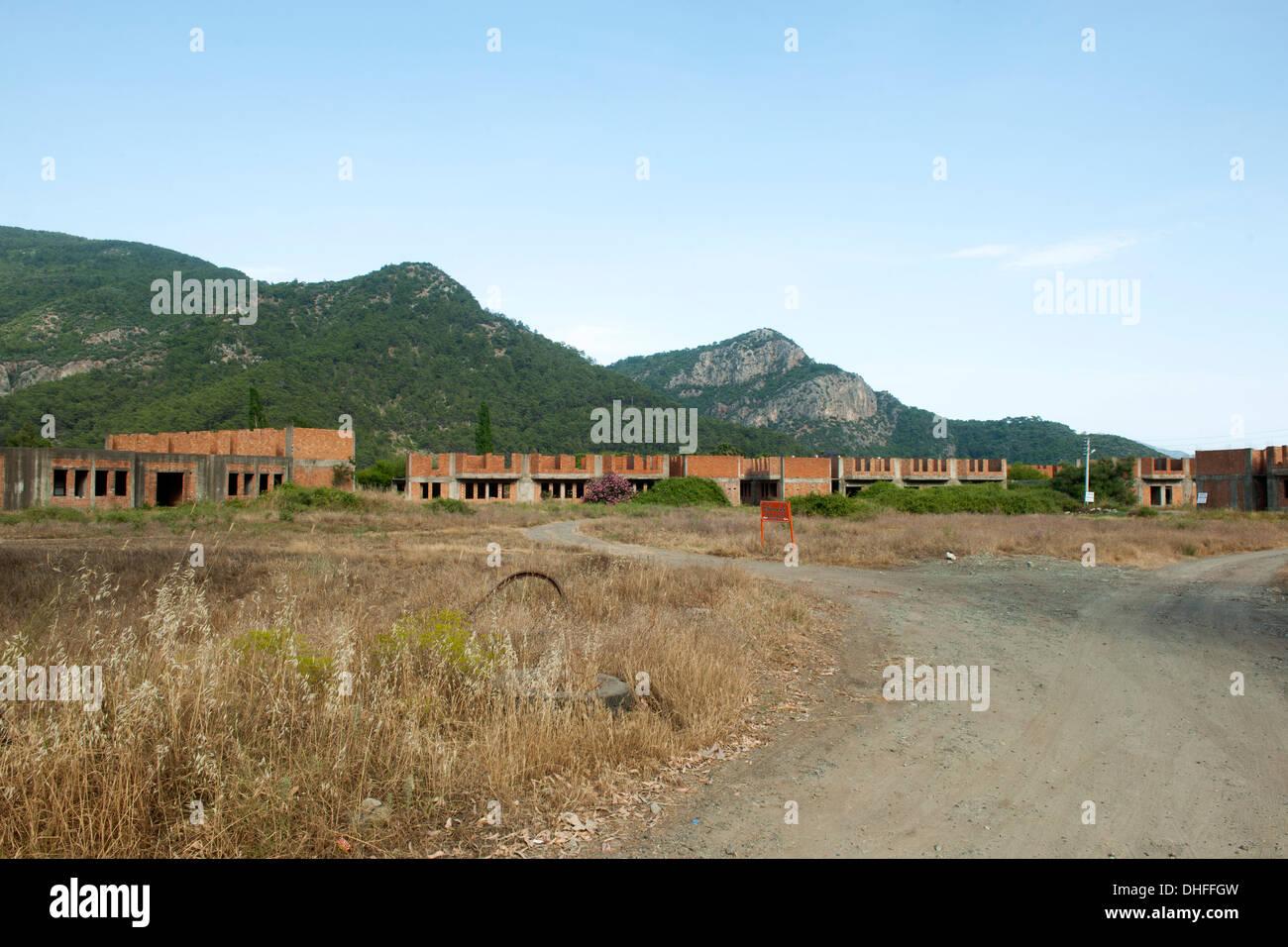 Asien, Türkei, Provinz Mugla, Ekincik, Bauruinen einer seit Jahren nicht weitergebauten Ferienanlage - Stock Image