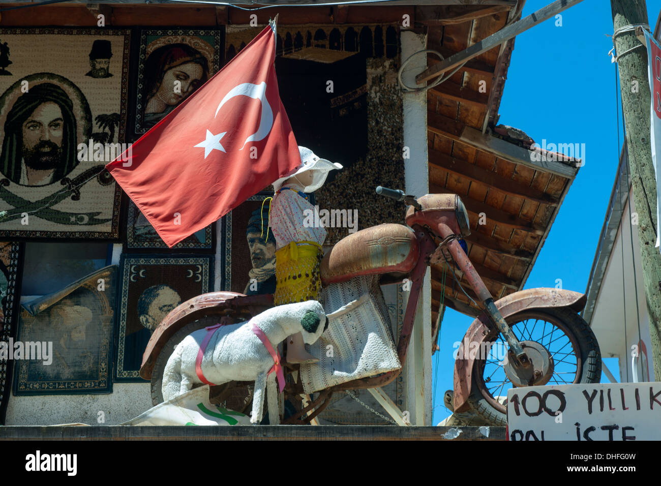 Türkei, Provinz Mugla, Bozburun-Halbinsel, Bayir-Köy, Souvenier-und Antiquitätengeschäft - Stock Image
