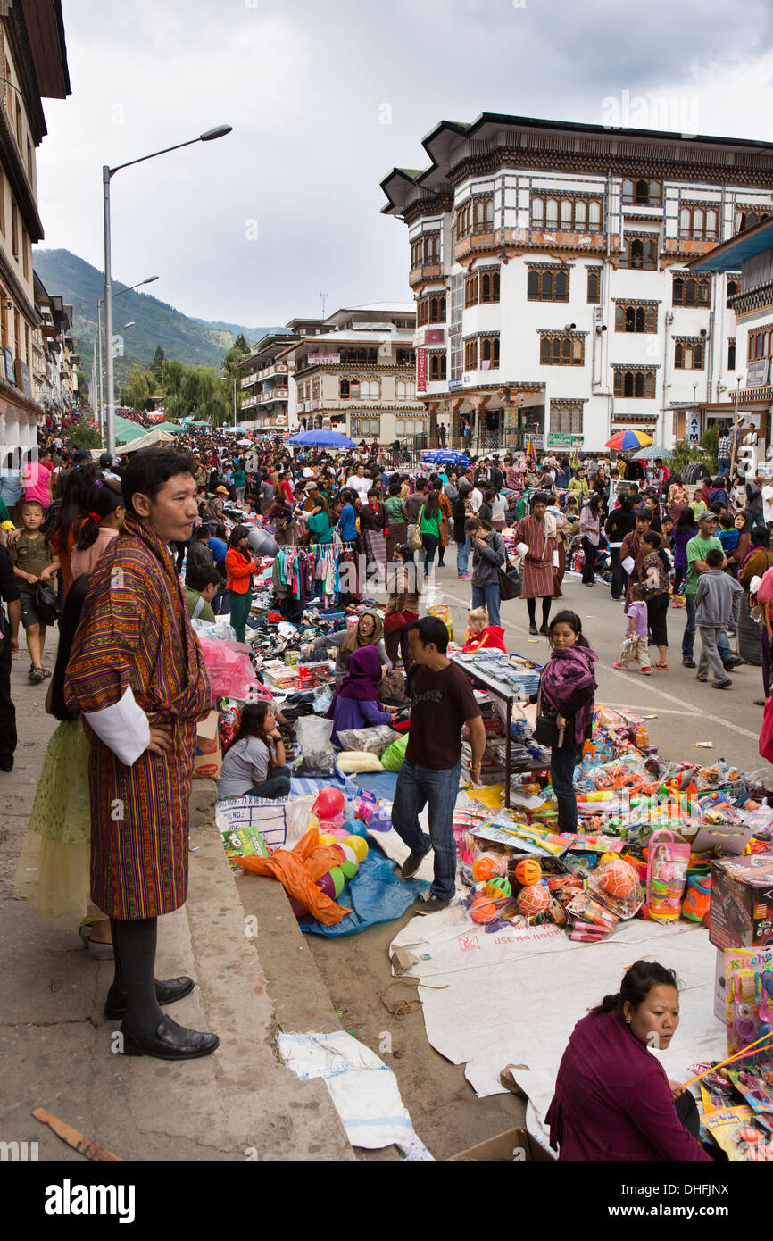Bhutan, Thimpu, Norzim Lam, crowds of people at Tsechu street market - Stock Image