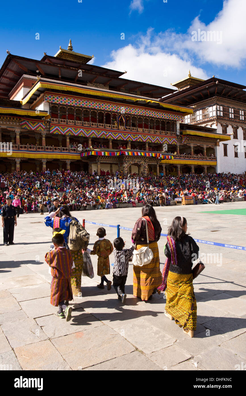Bhutan, Thimpu Dzong, annual Tsechu, women and children entering festival ground - Stock Image