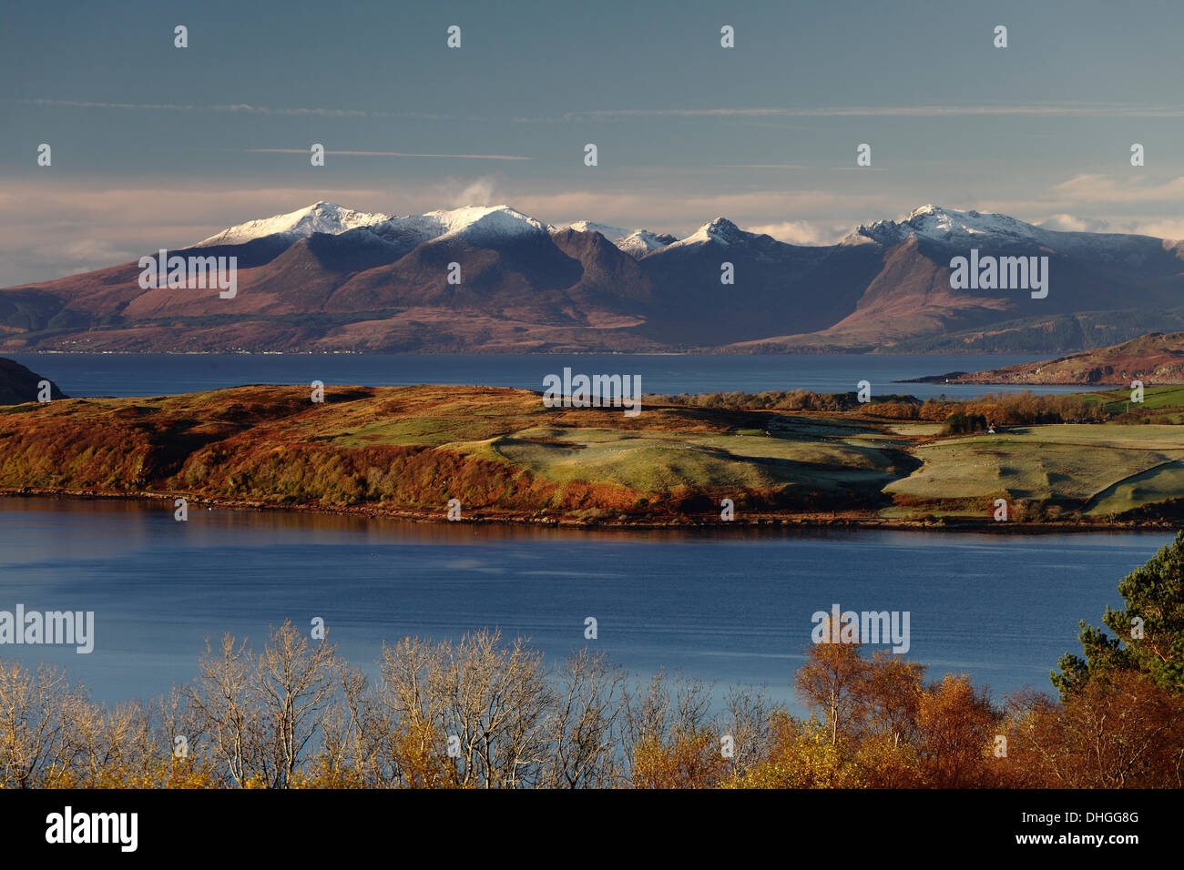 Haylie Brae, North Ayrshire, Scotland, UK, Sunday, 10 November, 2013. Early morning Autumn sunshine over the snow topped mountains on the Island of Arran on the Firth of Clyde with the island of Great Cumbrae in the foreground. Stock Photo