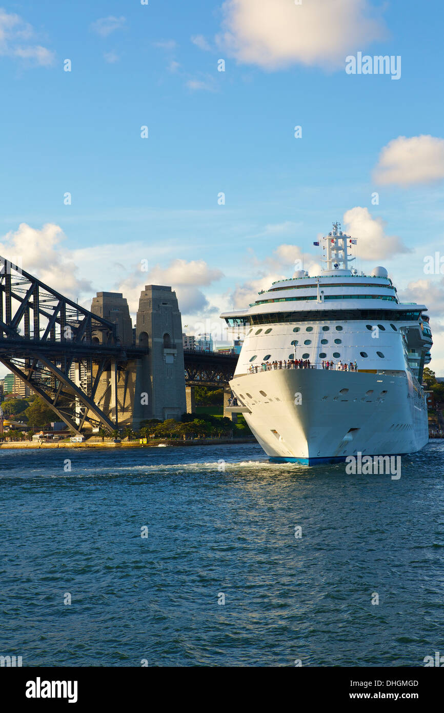 Royal Caribbean Cruise Liner, Radiance of the Seas, departs Sydney. - Stock Image