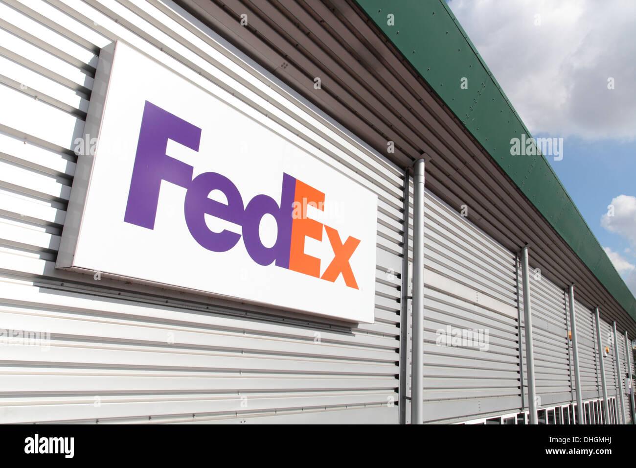 FedEx signage on distribution unit - Stock Image