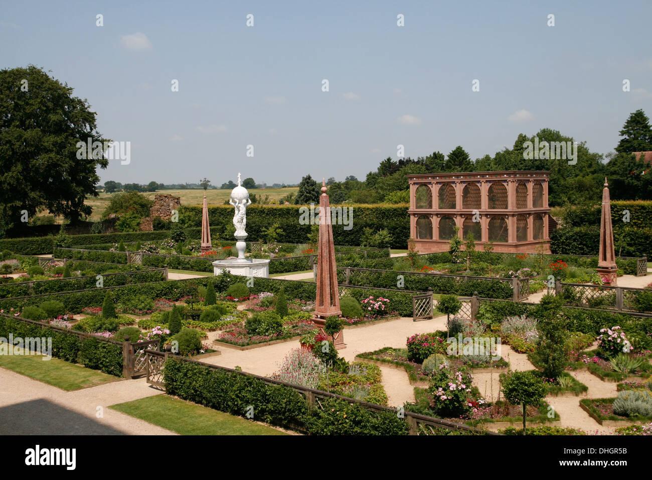 Elizabethan Garden Kenilworth Castle EH Warwickshire England UK - Stock Image