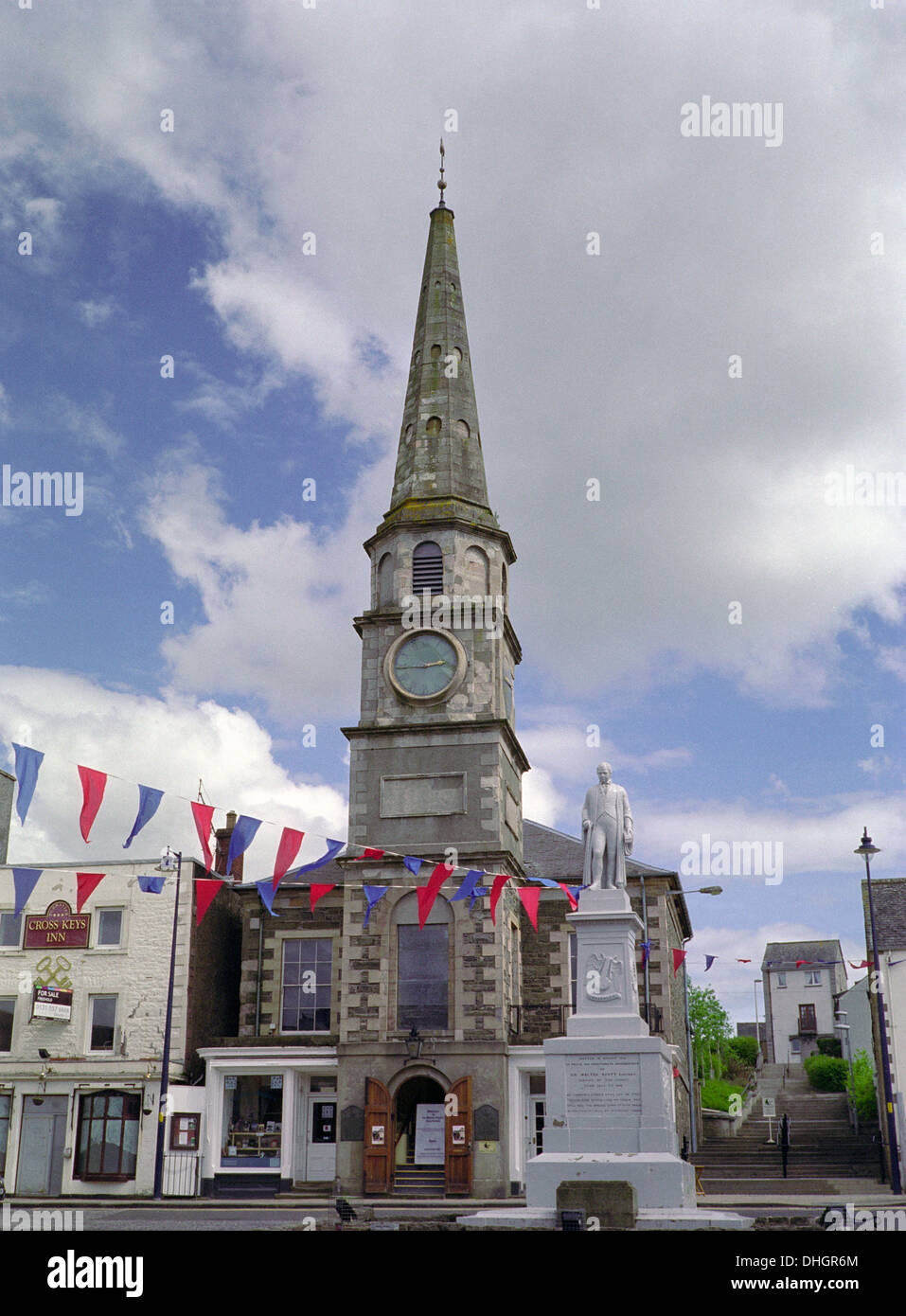 Selkirk Market Square with Sir Walter Scott Statue and The Old Court House, Borders, Scotland, UK - Stock Image