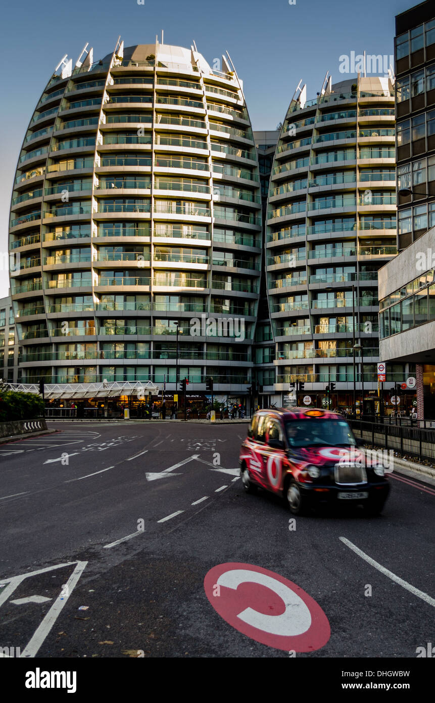 Taxi entering Congestion Charge zone off Old Street roundabout - Stock Image