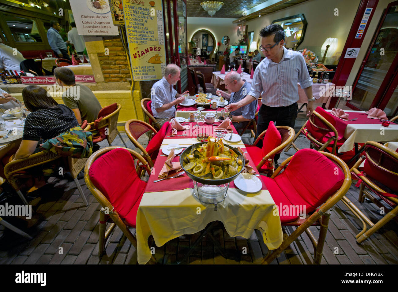 Waiter Restaurant Brussels High Resolution Stock Photography And Images Alamy