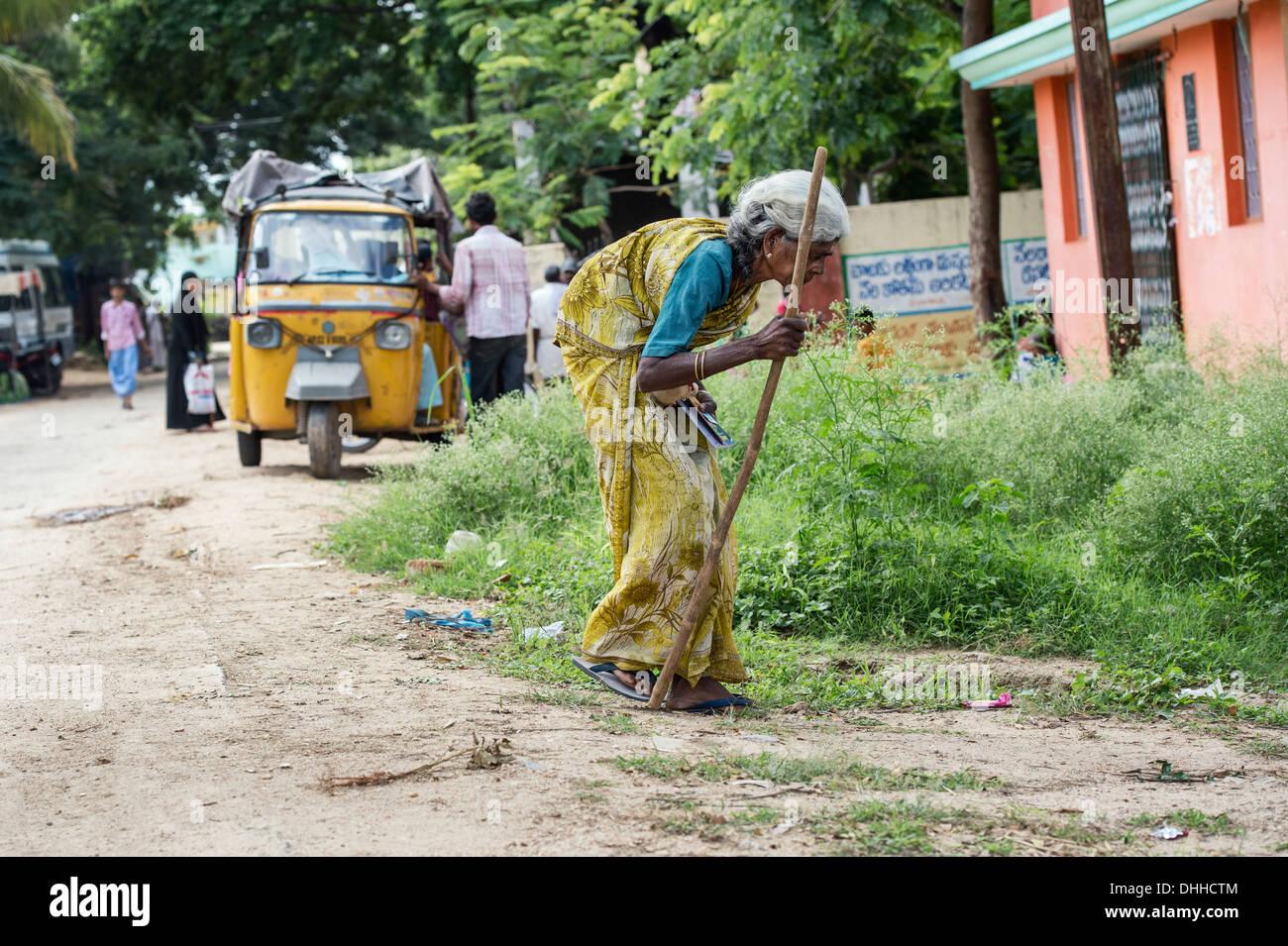 old-women-walking-bangladesh-lasbian-sexs