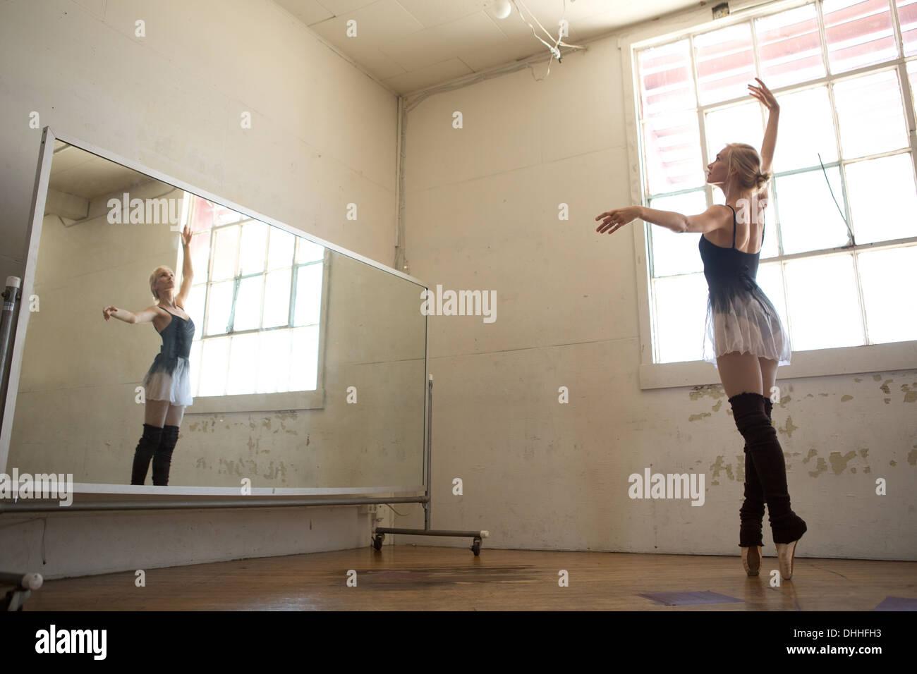 Ballet dancer practising in front of mirror - Stock Image