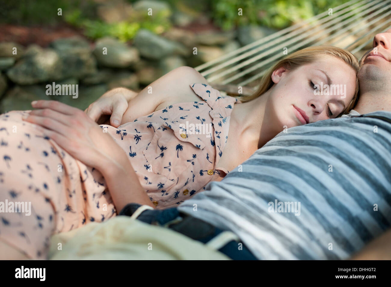 Young couple asleep in hammock - Stock Image