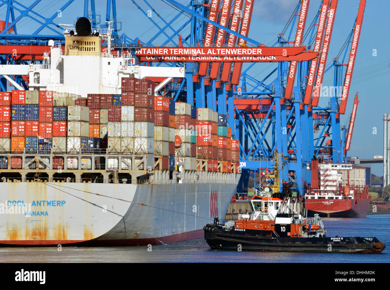 Container ship OOCL Antwerp of the OOLC shipping company with the tug Bugsier 10, Container Terminal Werder, Hamburg, Hamburg - Stock Image
