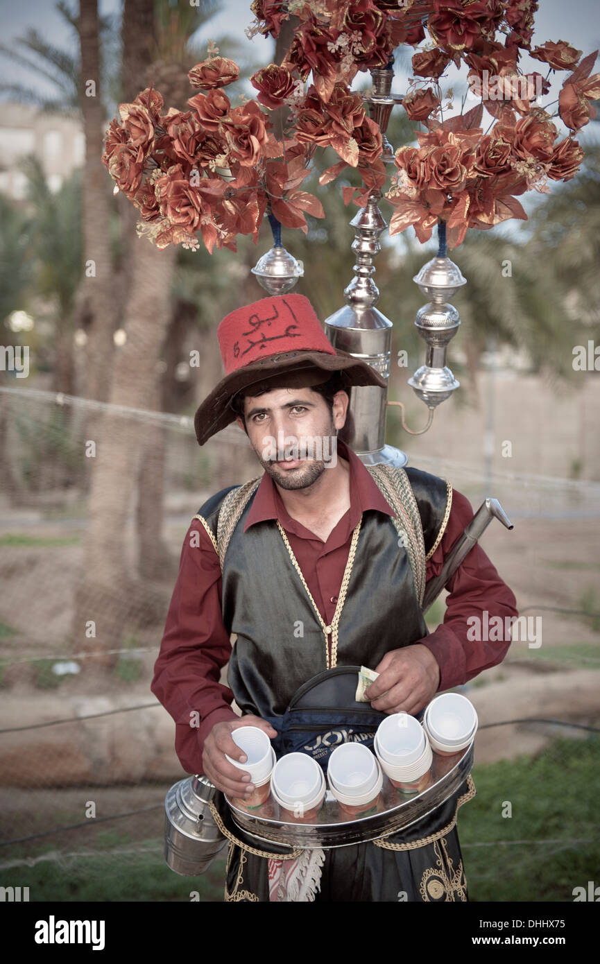 Traditional dressed tea vendor, Gulf of Aqaba, Red Sea, Jordan, Middle East, Asia - Stock Image