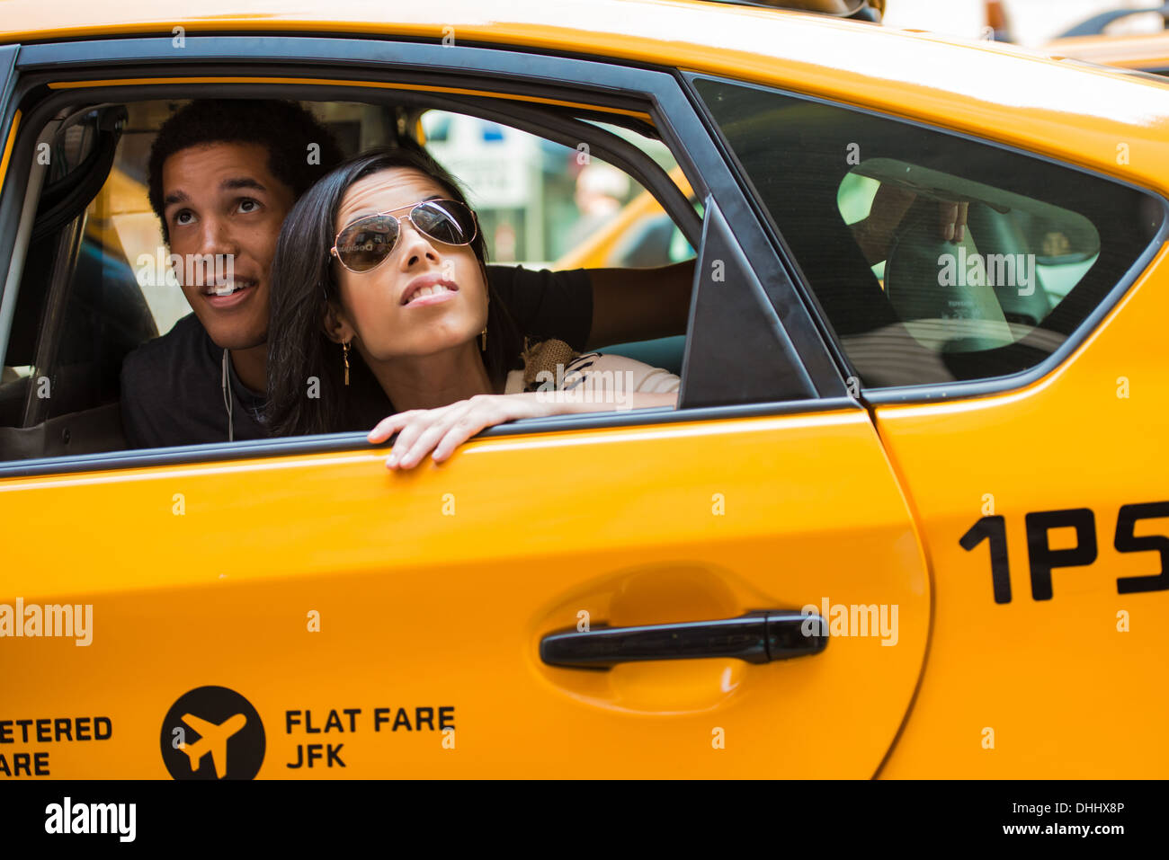 Couple looking up from cab window - Stock Image
