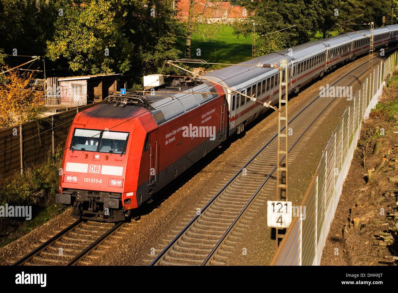 BR101 101 015-6 mit IC 2213 Stralsund-Stuttgart  auf der Rollbahn (KBS385 Wanne Eikel-Hamburg KM124) bei Osnabrück (Okt 2013) - Stock Image
