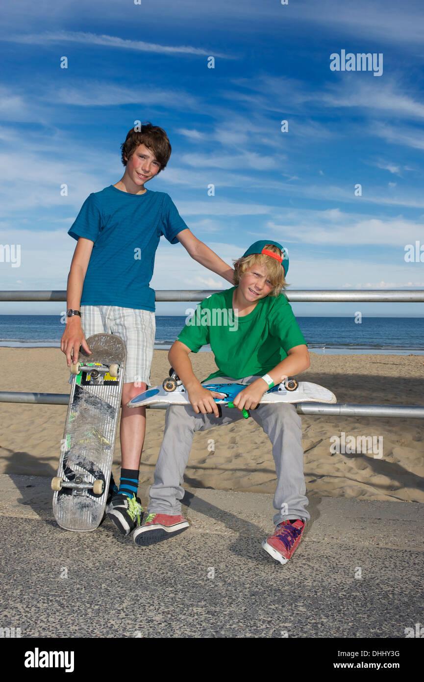 Portrait of two skateboarding friends - Stock Image