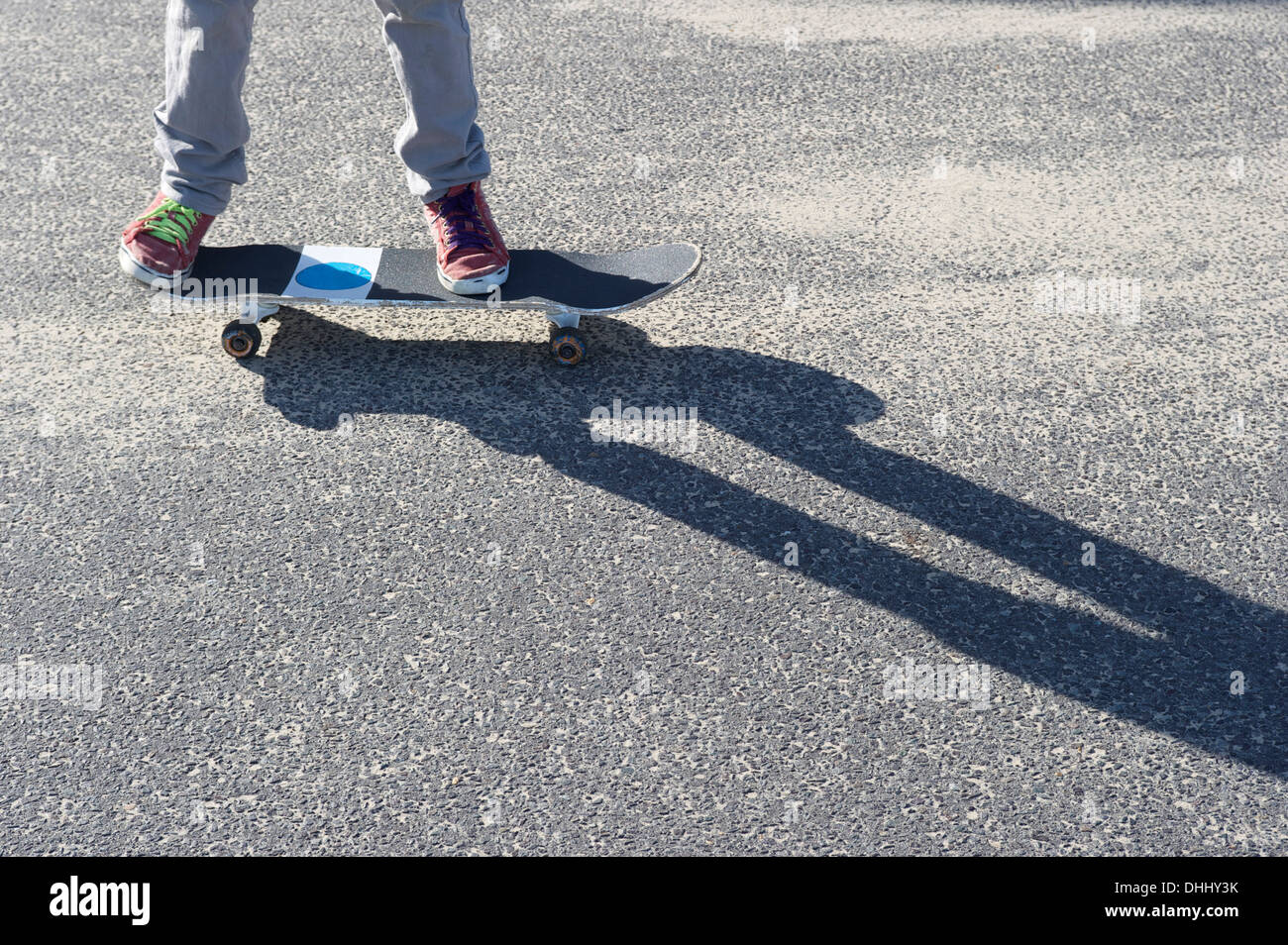 Detail of legs riding skateboard - Stock Image