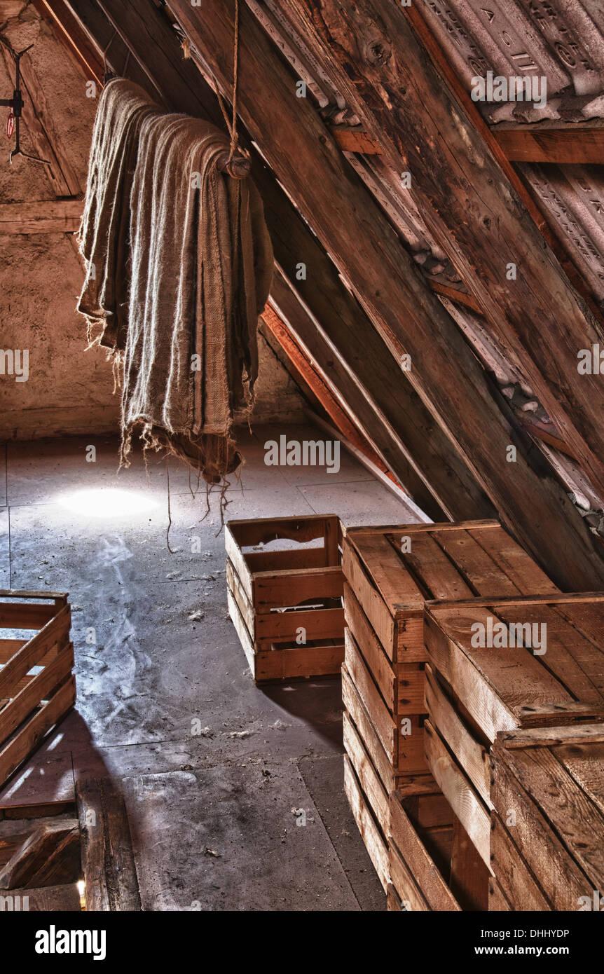 Verschiedene Dachboden Dekoration Von Secrets Of An Old Attic - Stock