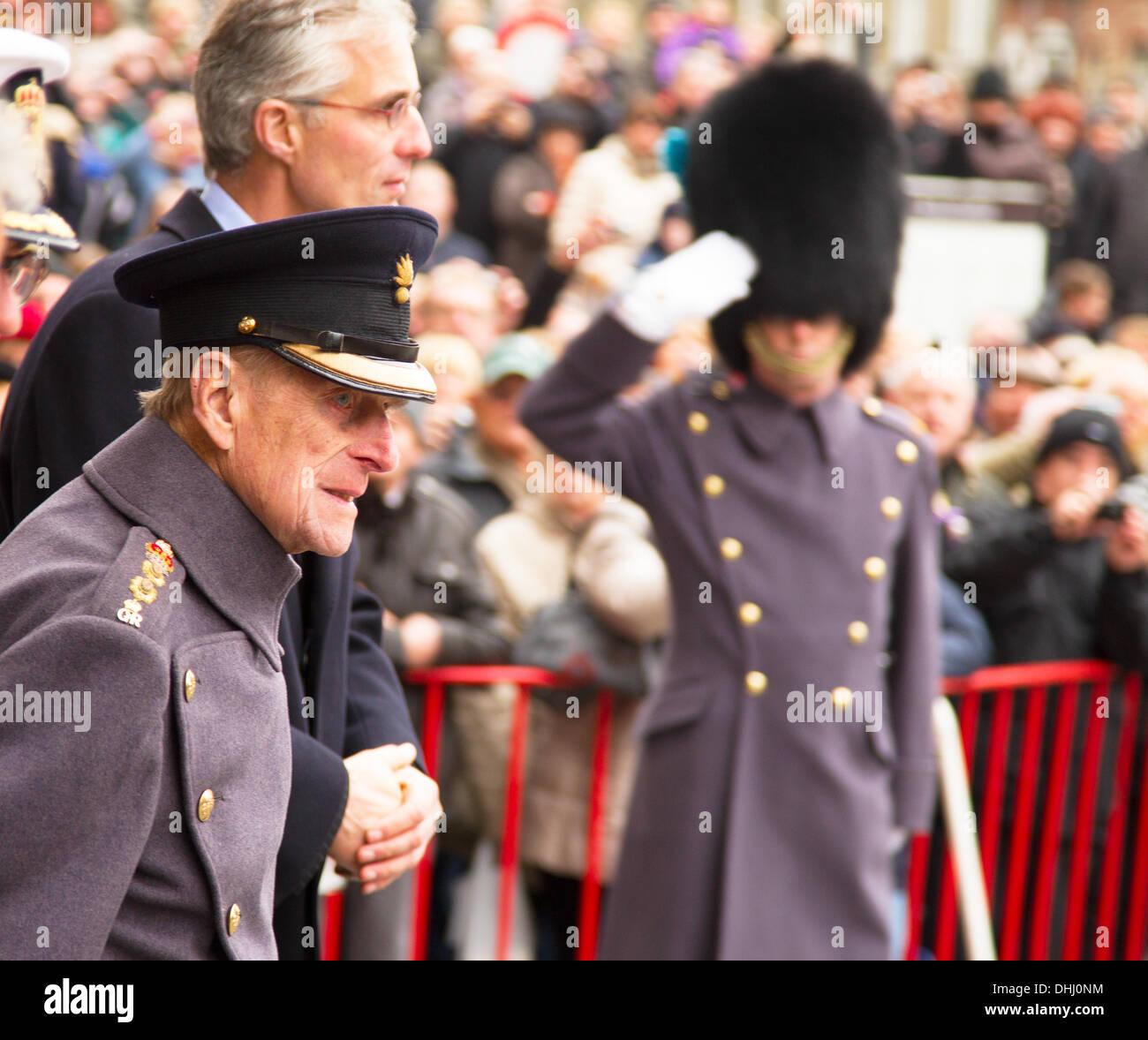 Ypres, Belgium - 11th November 2013 - HRH Duke of Edinburgh at Ypres Menin Gate Ceremony 'The Gathering of the Soil' for Flanders Fields Memorial Garden - Caroline Vancoillie /Alamy Live News - Stock Image