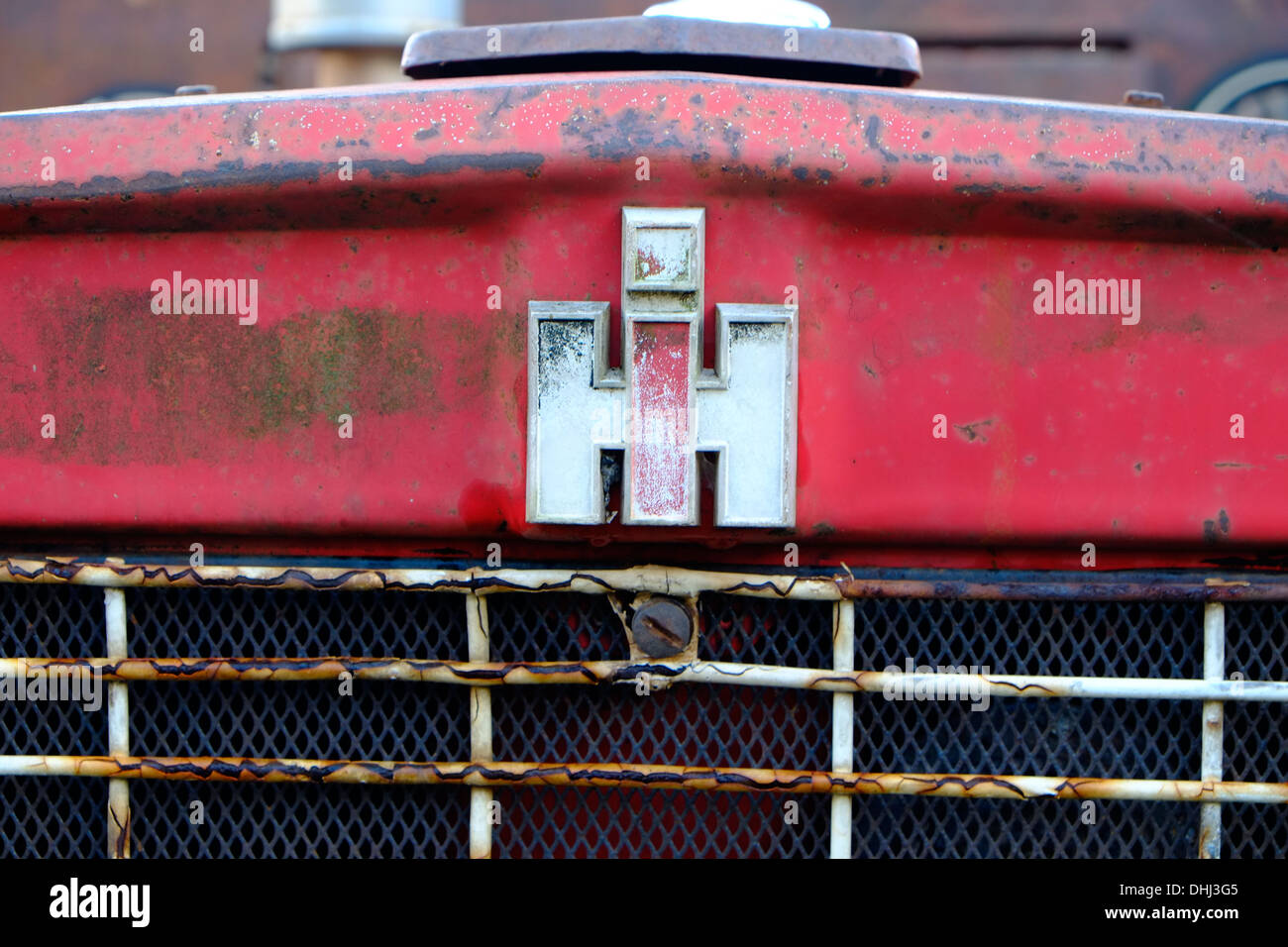 Rusting International Harvester tractor ready for restoration - Stock Image