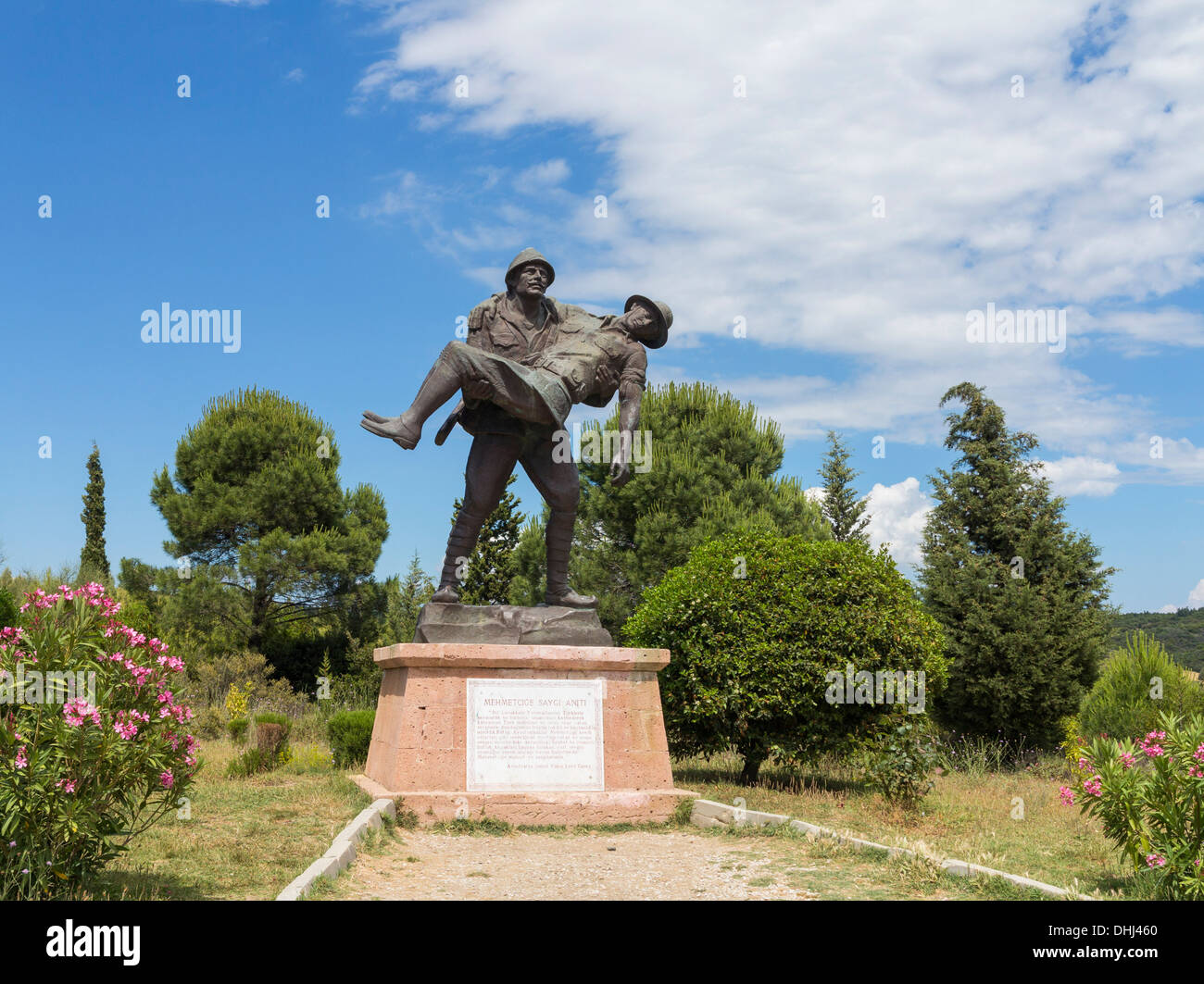 Turkish soldier carrying a wounded Allied soldier comrade in a WW1 Gallipoli campaign memorial statue, Anzac Cove, Turkey - Stock Image