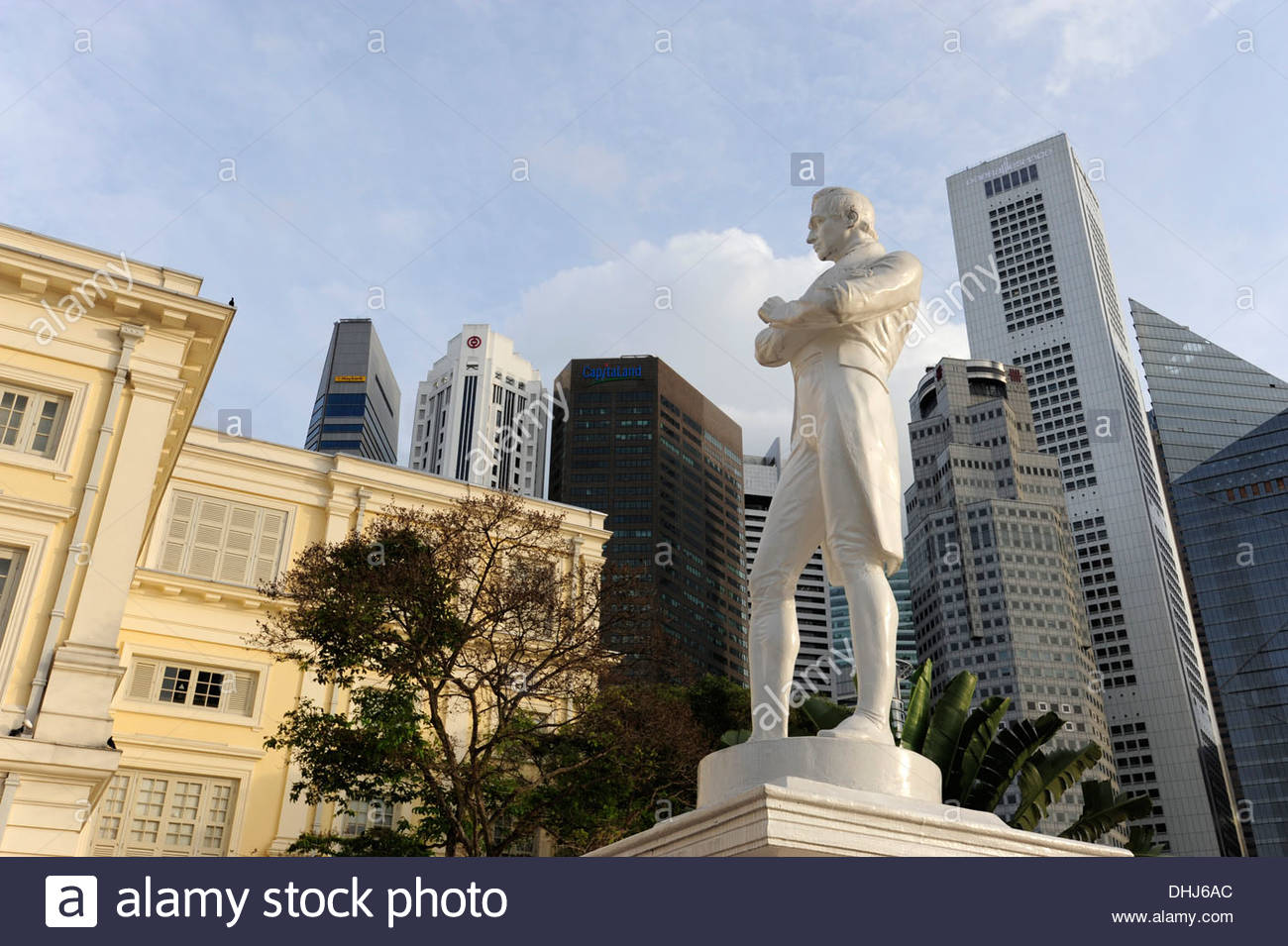 Asian Civilisation Museum and Raffles monument in front of the Central Business District, CBD, Singapore, Asia - Stock Image