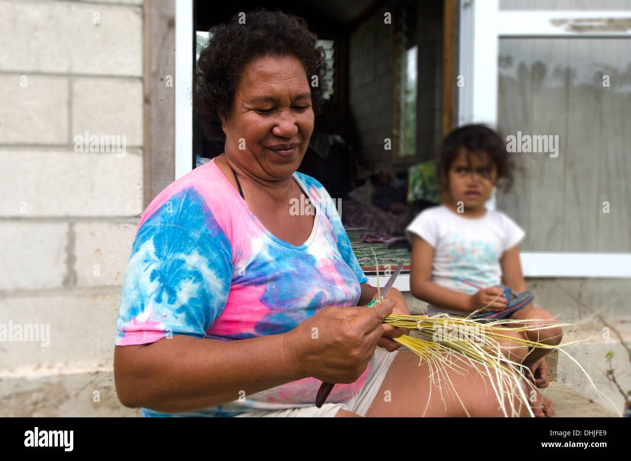 Cook Islanders family in Aitutaki lagoon Cook Island - Stock Image
