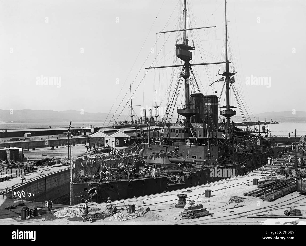View of a warship in the port of Gibraltar between 1911 and 1913. The image was taken by the German photographer Oswald Lübeck, one of the earliest representatives of travel photography and ship photography aboard passenger ships. Photo: Deutsche Fotothek/Oswald Lübeck - Stock Image