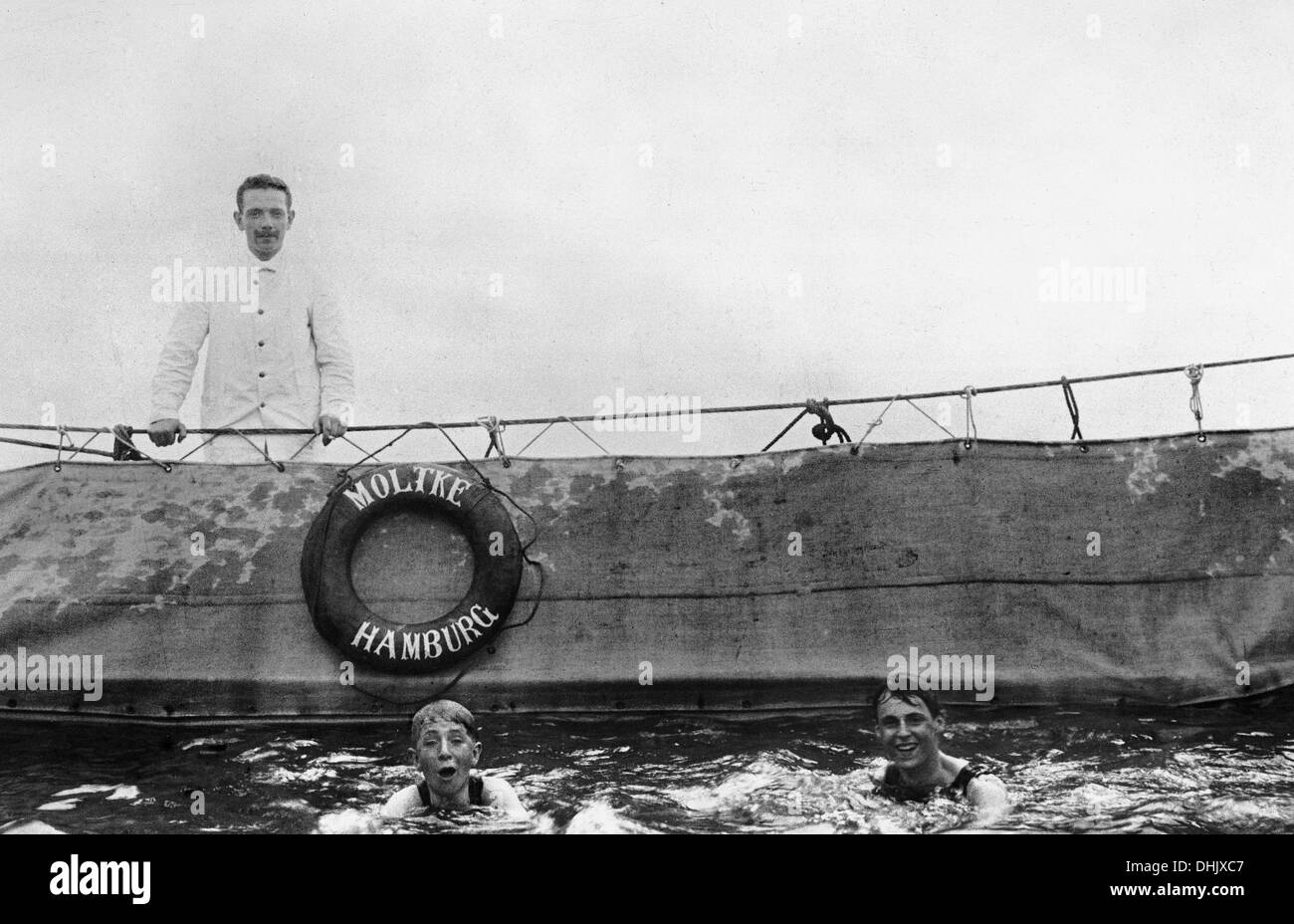 View of the swimming pool on the sun deck of the ocean liner 'Moltke' of Hapag Hamburg (Hamburg America Line), Blohm und Voss Hamburg, shipyard 1901, photograph taken around 1910. The image was taken by the German photographer Oswald Lübeck, one of the earliest representatives of travel photography and ship photography aboard passenger ships. Photo: Deutsche Fotothek/Oswald Lübeck - Stock Image