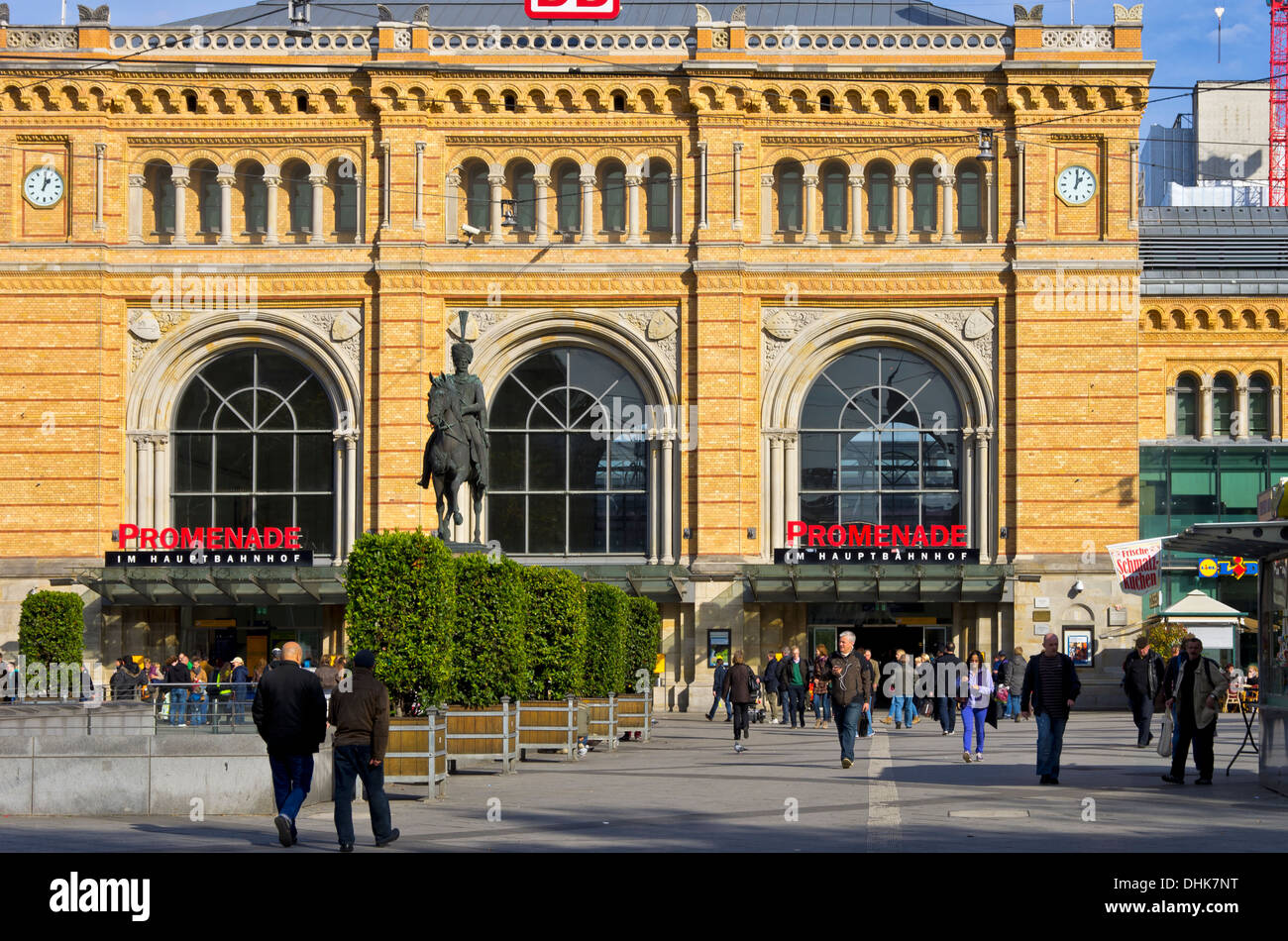 railway station hannover stock photos railway station hannover stock images alamy. Black Bedroom Furniture Sets. Home Design Ideas
