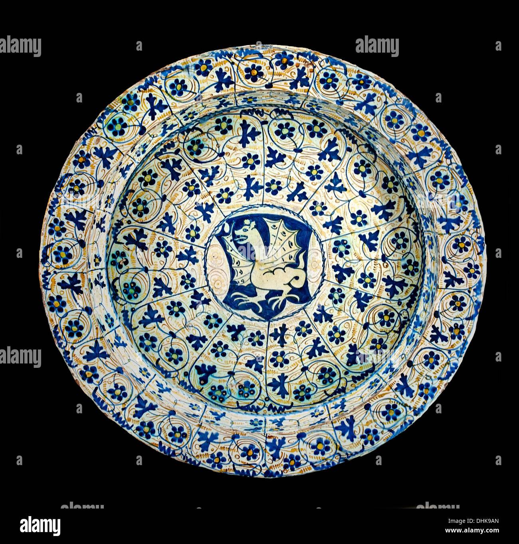 Basin dragon arelier Spain Valencia Manises 15 century Spanish - Stock Image