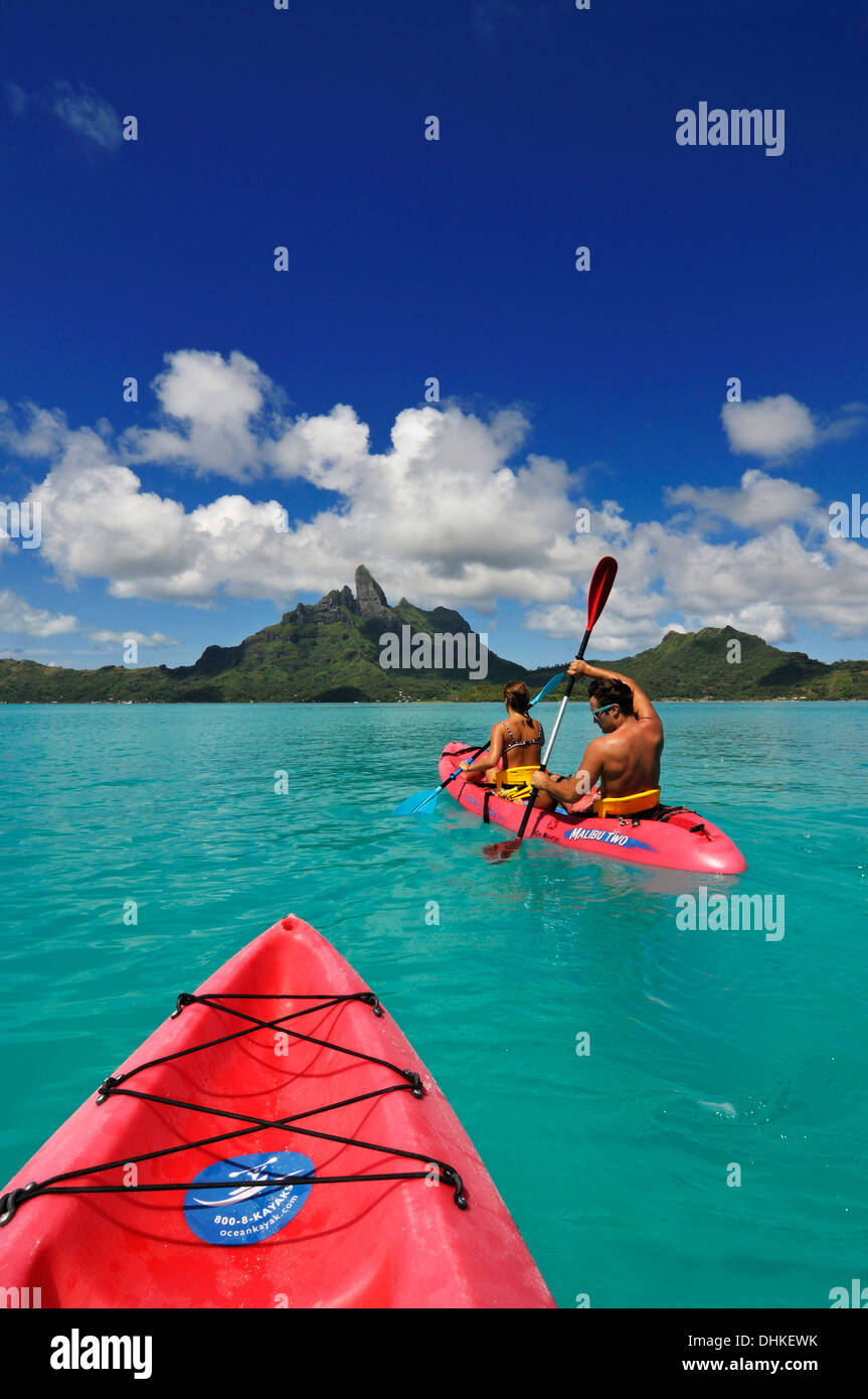 Couple with paddel boat, Bora Bora, Society Islands, French Polynesia, Windward Islands, South Pacific - Stock Image