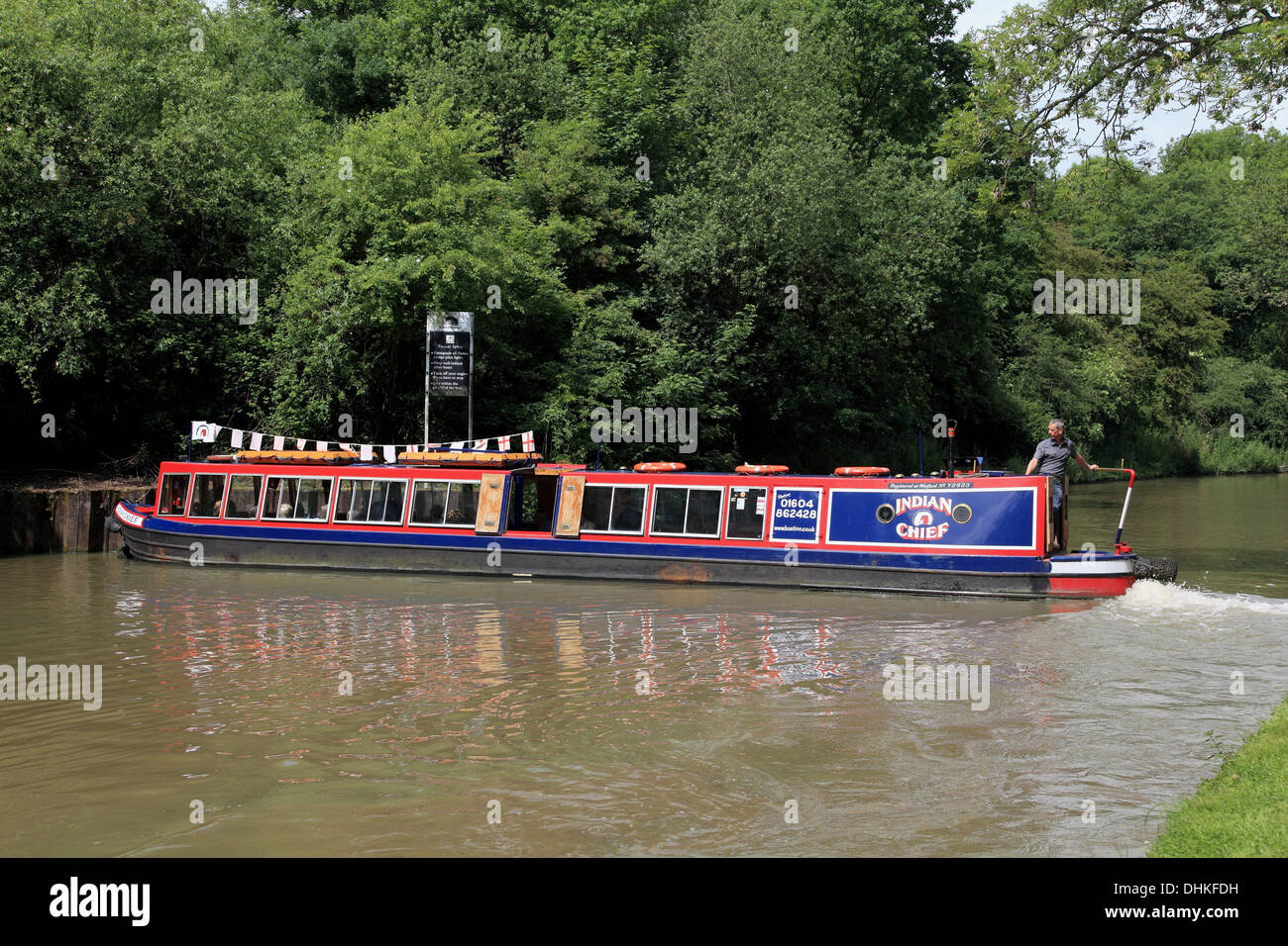 A narrowboat turning in the winding hole near Blisworth Tunnel on the Grand Union Canal at Stoke Bruerne - Stock Image