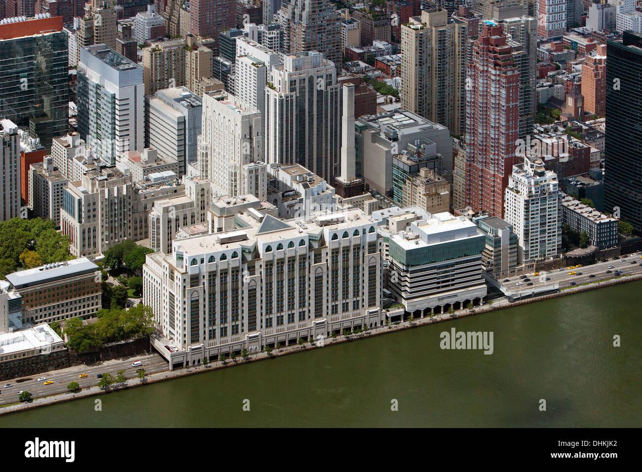aerial photograph Hospital for Special Surgery, East River Esplanade, Manhattan, New York City - Stock Image