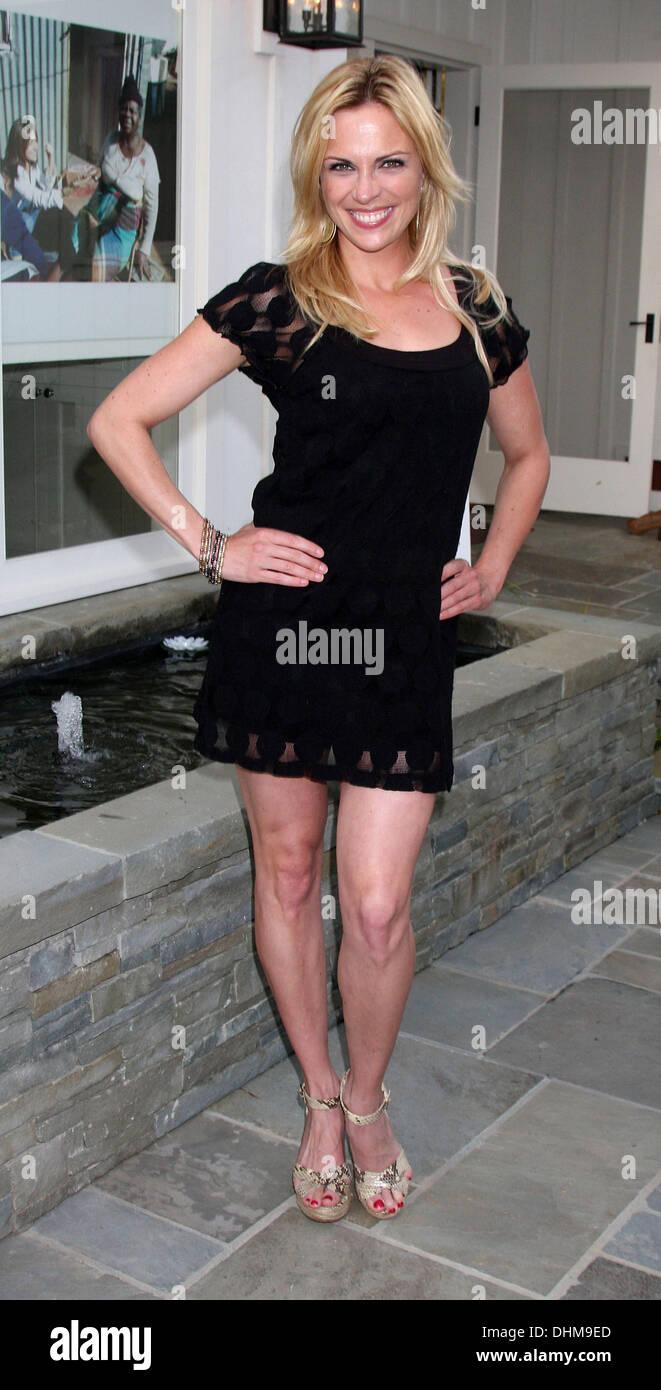 Kelly Sullivan Nude Photos 27