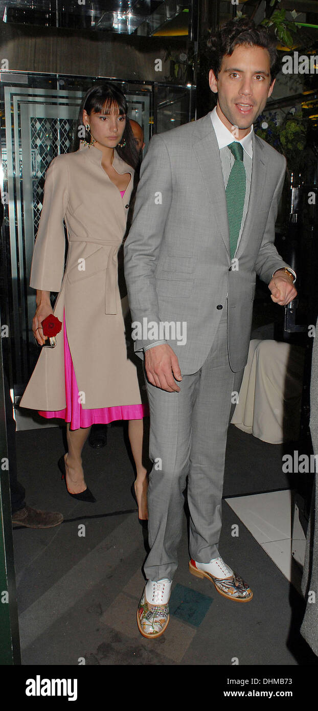 taille 40 57841 d7665 Mika And Christian Louboutin Stock Photos & Mika And ...
