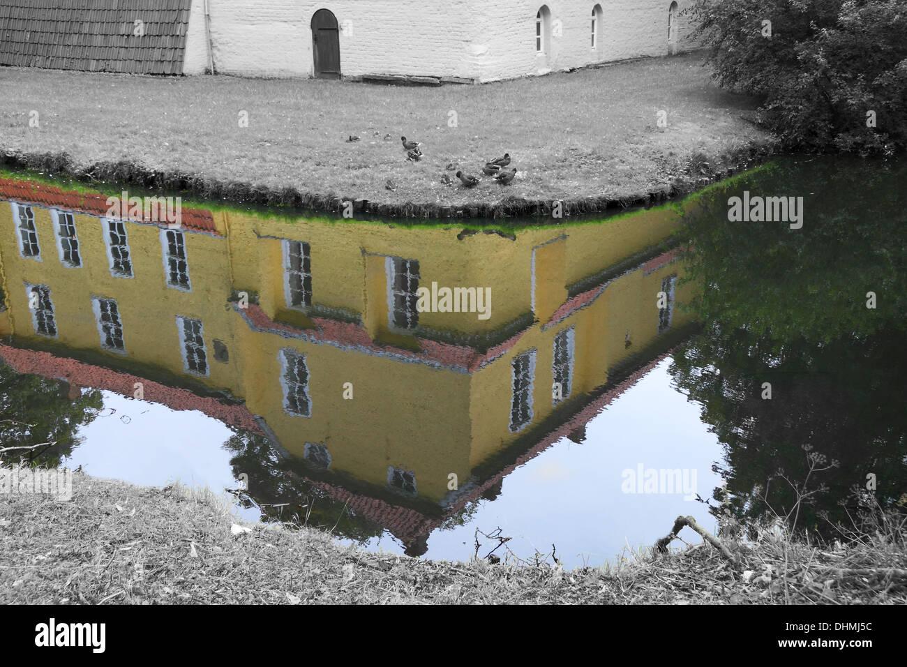 Maninga castle reflection in the moat - Stock Image