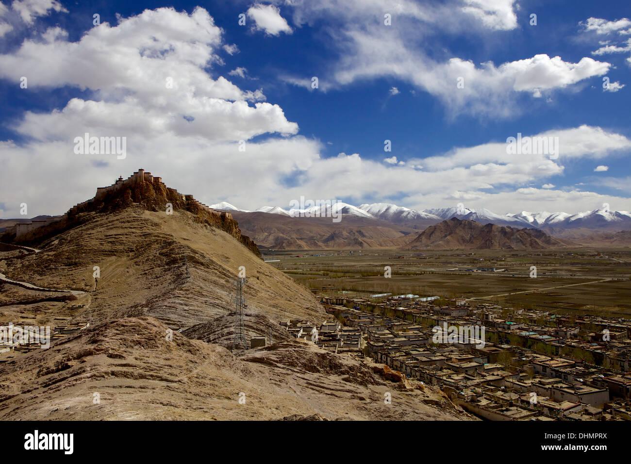 The dzong (fortress) of Gyantse (Gyangtse), Tibet, China, Asia - Stock Image