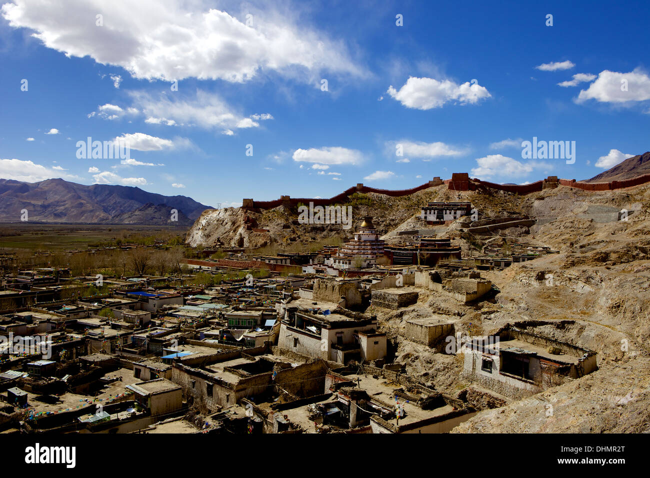 View of the Kumbum chorten (Stupa) & Palcho Monastery, Gyantse, Tibet, China, Asia - Stock Image