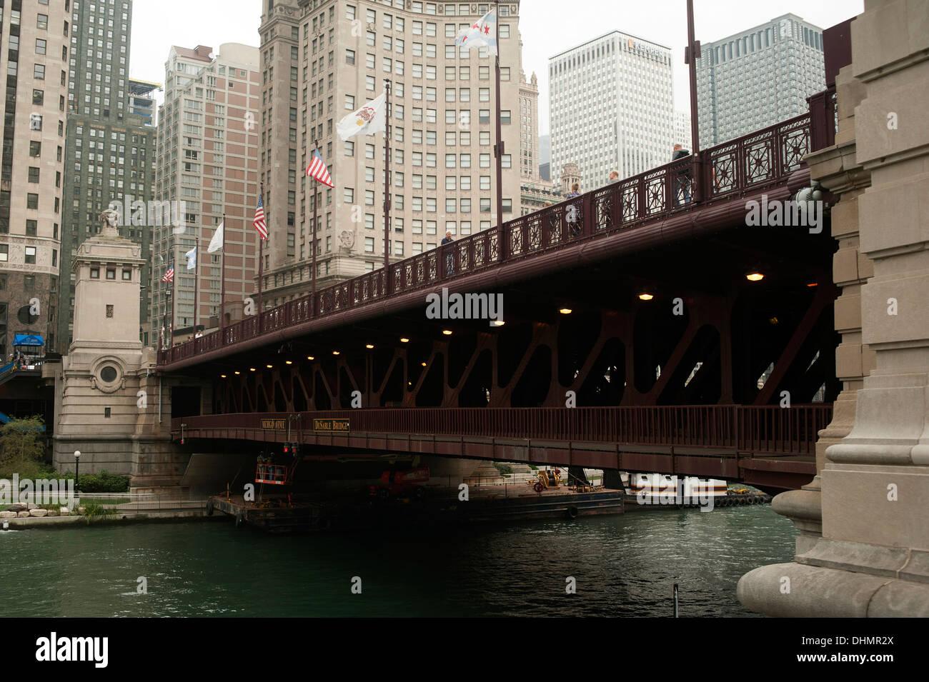 Michigan Avenue Bridge (DuSable Bridge), crosses the Chicago River, Downtown Chicago, Illinois, USA - Stock Image