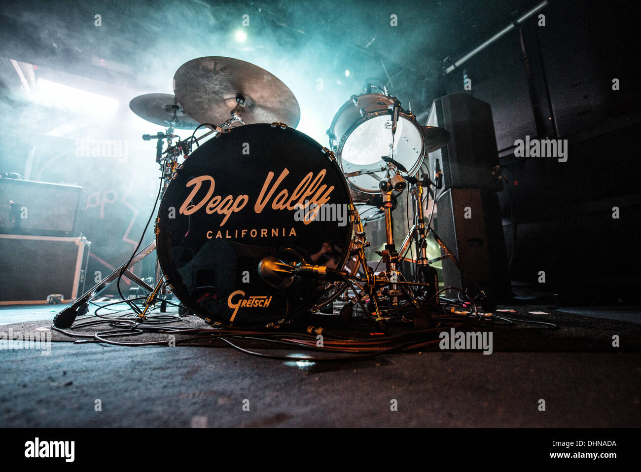 Glasgow, Scotland, UK. 12th November 2013. Deap Vally performs at Oran Mor in Glasgow, Scotland, UNITED KINGDOM - NOVEMBER 12: 2013 © Sam Kovak/Alamy Live News - Stock Image