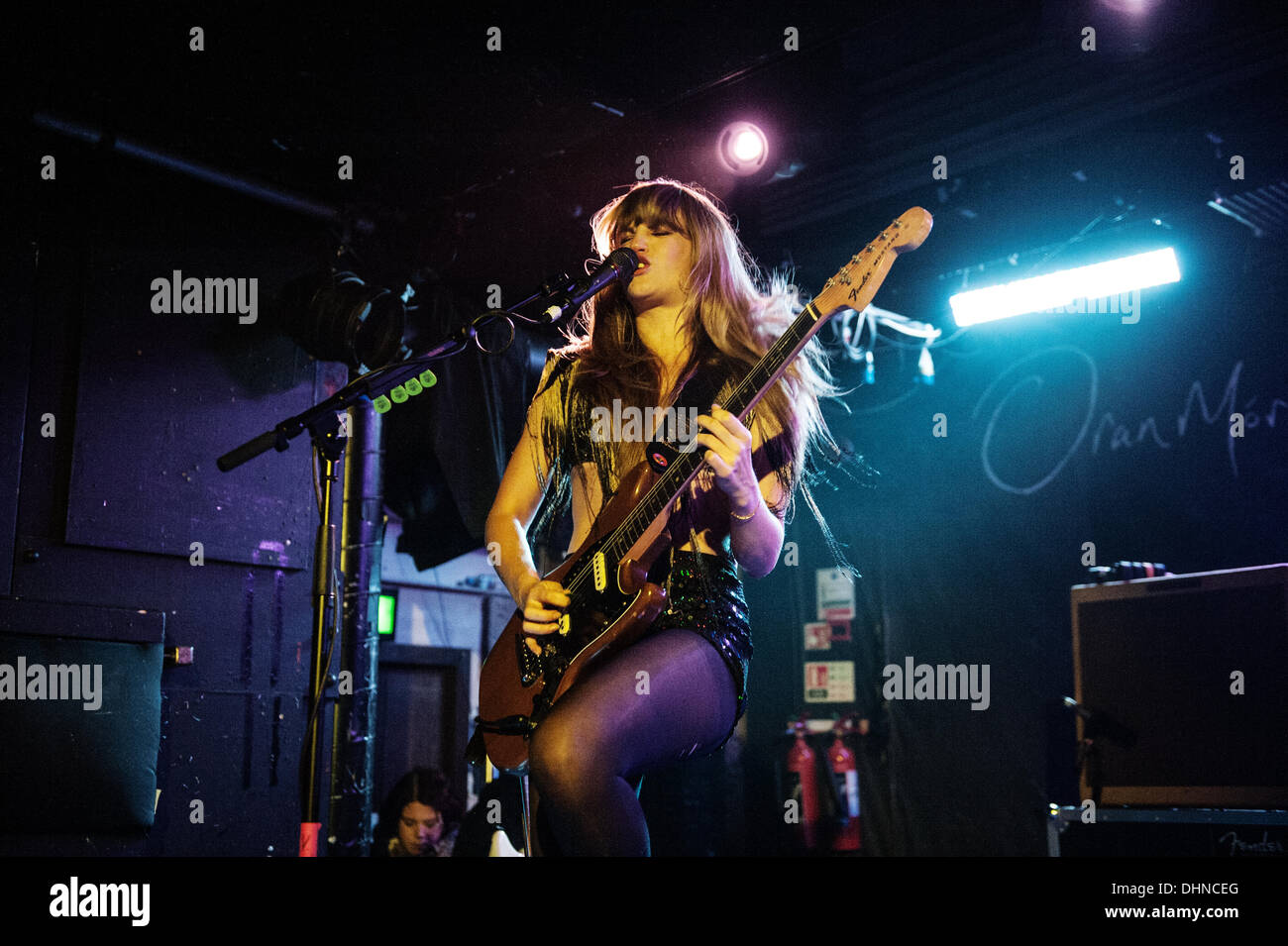 Glasgow, Scotland, UK. 12th November 2013. Lindsey Troy of Deap Vally performs at Oran Mor in Glasgow, Scotland, - Stock Image