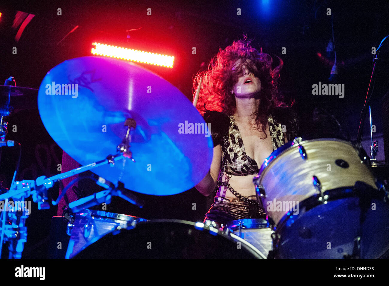 Glasgow, Scotland, UK. 12th November 2013. Julie Edwards of Deap Vally performs at Oran Mor in Glasgow, Scotland, - Stock Image