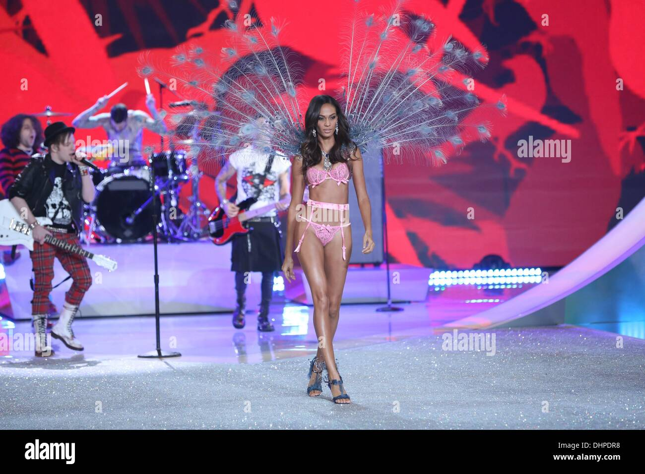 b5911d4eb2 Joan Smalls on the runway for Victoria s Secret Fashion Show 2014 - Runway