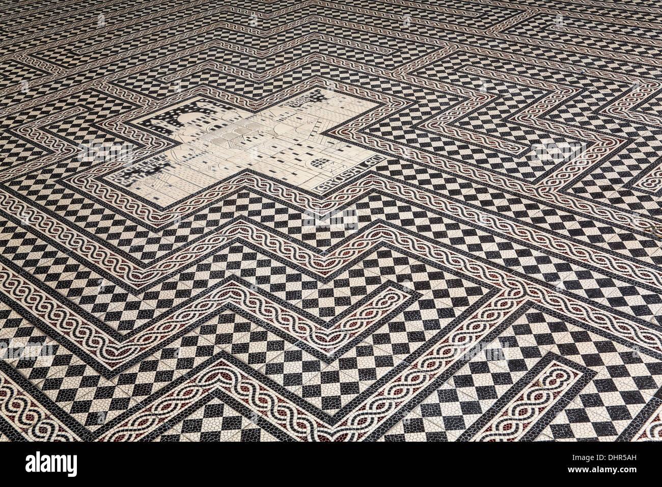 'Netherlands, Maastricht, Saint Servaas Basilica at Vrijthof square. Mosaic Labyrinth with in center Celestial Jerusalem ' - Stock Image