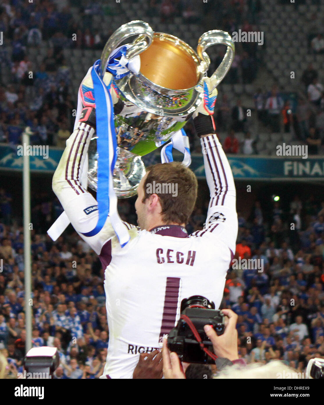 Petr Cech The 2012 UEFA Champions League final match between ...